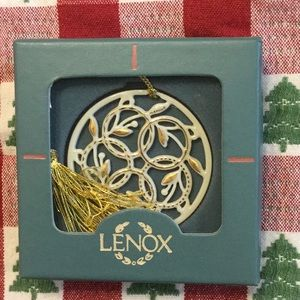 """Lenox Days Of Christmas """"5 Gold Rings"""" in box"""